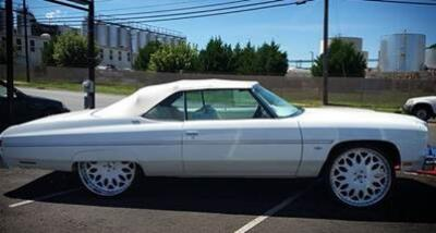 En fotos: Roban auto clásico y buscan a los sospechosos.