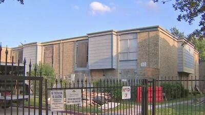 Decenas de residentes de los apartamentos Rockport fueron golpeados con órdenes de desalojo tras el paso de Harvey