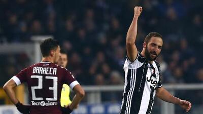 Higuaín decide el derbi de Turín y refuerza liderato de Juventus