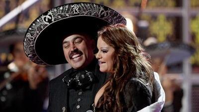 Lupillo Rivera promueve tema que compuso especialmente para Jenni