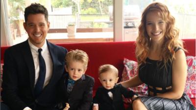 Michael Bublé anuncia que su hijo de 3 años tiene cáncer
