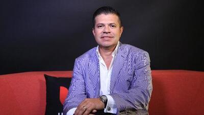 Jorge Medina está de vuelta y rejuvenecido con su nuevo tema 'Lo más seguro'