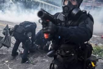 📸 Disparos y destrucción hacen de Hong Kong un campo de batalla el mismo día en que Pekín celebra 70 años de comunismo