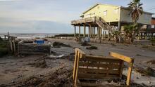 Escombros y calles inundadas: Así fue el día después de Laura en Galveston