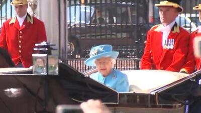 Sin su compañero de toda la vida: la reina Isabel ll apareció sola en el carruaje real