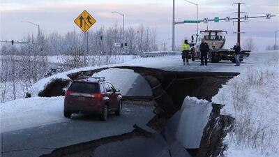 Destrozadas e intransitables: así quedaron las carreteras en Alaska tras el devastador terremoto