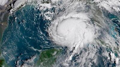Michael sigue fortaleciéndose, ya es un huracán categoría 4 y continúa su rumbo al norte de Florida
