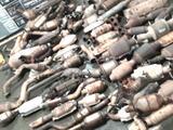 Un registro policial de rutina terminó con el hallazgo de al menos 90 convertidores catalíticos robados