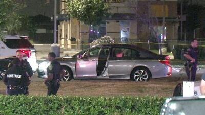 """""""El chaleco antibalas lo salvó"""": ofrecen detalles del incidente en el que un oficial fue baleado en Houston"""