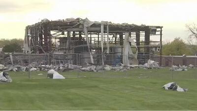 Siguen buscando entre los escombros a la cuarta víctima fatal de una explosión en Waukegan