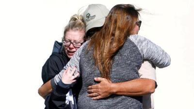 """""""Thousand Oaks no sanará pronto"""": tiroteo en un bar que dejó 12 muertos enluta a una de las ciudades más seguras de EEUU"""