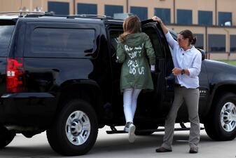 Melania Trump y su chaqueta generan una catarata de memes