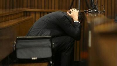 Otro golpe para Pistorius: revelan mensajes de temor de su novia