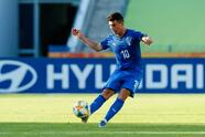 BYDGOSZCZ, POLAND - MAY 29: Christian Capone of Italy controls the ball during the 2019 FIFA U-20 World Cup group B match between Italy and Japan at Bydgoszcz Stadium on May 29, 2019 in Bydgoszcz, Poland. (Photo by TF-Images/Getty Images)