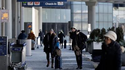 Más de 400 vuelos cancelados durante la alerta de tormenta invernal