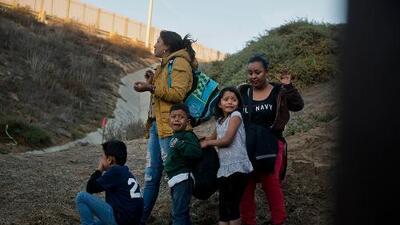 Aumenta número de migrantes que piden asilo en EEUU y son regresados a México a esperar cita con un juez