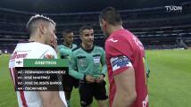 La tensa 'charla' entre Jesús Corona y el árbitro previo al duelo vs. Toluca