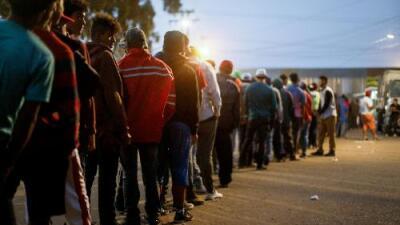 ¿Quiénes guían la caravana migrante? Esto es lo que encontramos al buscar a sus líderes