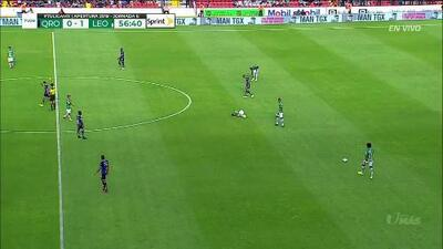 Tarjeta amarilla. El árbitro amonesta a Jaime Gómez de Querétaro