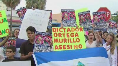 Nicaragüenses protestan frente al consulado en Miami y piden la salida de Daniel Ortega