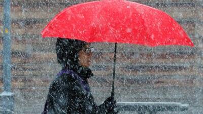 En un minuto: 400 vuelos cancelados por la tormenta invernal que afecta el centro y el este
