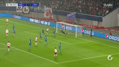 ¡Con la parábola de Roberto Carlos! GO-LA-ZO de antología para el 2-1 del Leipzig