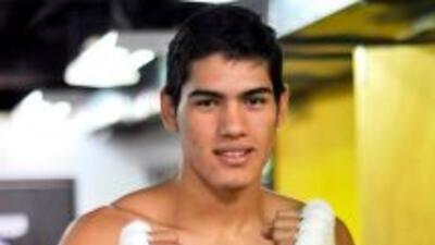 Gilberto Ramírez y Oscar Valdez ganan sus peleas por TKO