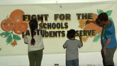 Maestros sindicalizados del Distrito Escolar Unificado de Los Ángeles se preparan para posible huelga