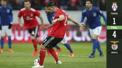El 'Pollo' Briseño no pudo detener la debacle del Feirense ante el líder Benfica