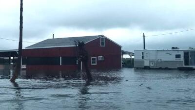Bajo el agua se encuentran dos comunidades en el condado Matagorda, al suroeste de Houston