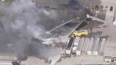 Dos de las pistas del aeropuerto de Opa-Locka fueron cerradas por la densidad de las grandes nubes de humo del voraz incendio