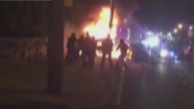 No irán a la cárcel los cuatro policías de Nueva Jersey que patearon a joven hispano mientras ardía en llamas