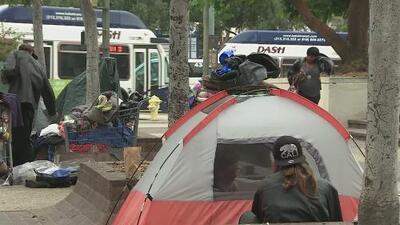 Aprueban propuesta de remover los campamentos de indigentes en zonas propensas a incendios