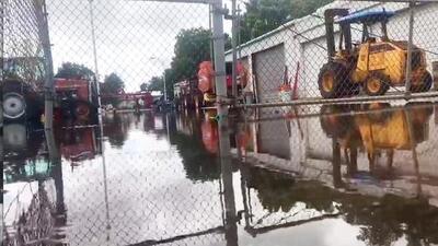 Mucha lluvia en poco tiempo: un poblado al suroeste de Houston sufre inundaciones severas