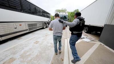 Esto es lo que enfrentan los detenidos tras la redada en Allen, Texas