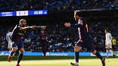 Sin zapato, Messi deslumbró al mundo en el triunfo del Barcelona sobre el Madrid