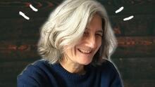 Las mujeres se cansaron de taparse las canas: el pelo gris es su nueva arma de seducción