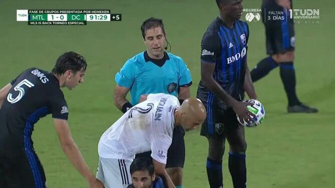 Tarjeta amarilla. El árbitro amonesta a Federico Higuaín de D.C. United