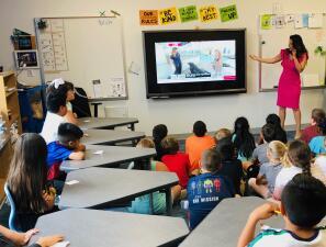 Nuestra meteoróloga visita con estudiantes de una primaria en Rockwall
