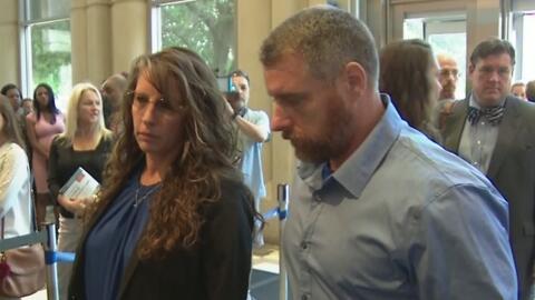 En medio de protestas, tuvieron su primera audiencia Chauna y Terry Thompson, acusados de la muerte de John Hernández