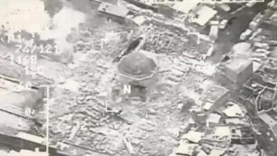 ISIS destruye la mezquita medieval de 800 años de antigüedad, donde proclamó su califato en 2014