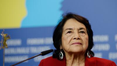 La activista Dolores Huerta promueve campaña en Arizona de rechazó al candidato republicano Donald Trump