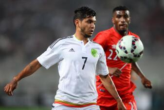 Peleas en el campo y en las gradas del Perú vs. México