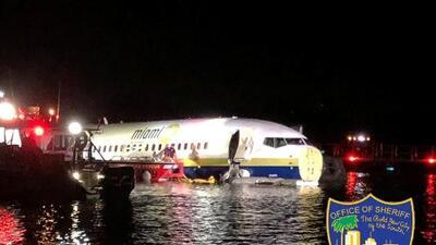 """""""Todo el mundo ayudaba a todo el mundo"""", pasajera del avión accidentado en Florida cuenta los momentos de pánico"""