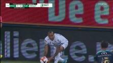 ¡TIRO ATAJADO! disparo por Roberto Carlos de la Rosa.