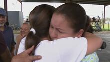 """""""Tranquilidad"""", el sentimiento de una madre y su hija al encontrarse en Puerto Rico tras el huracán María"""