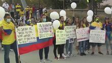 """""""Respeten la vida, por favor"""": colombianos en Los Ángeles claman por el cese de incidentes violentos en su país"""