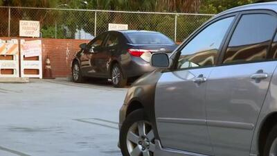 Safe Parking LA, el programa en Los Ángeles que ofrece seguridad y servicios higiénicos a familias que viven en sus autos