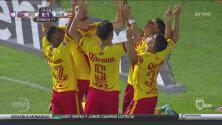 Kristian Álvarez comete un penal inocente sobre Ruidíaz y el peruano hace el 1-0 de Morelia