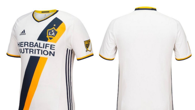 c3707a0720ea0 LA Galaxy presenta su nueva camiseta para la temporada 2016 de la MLS
